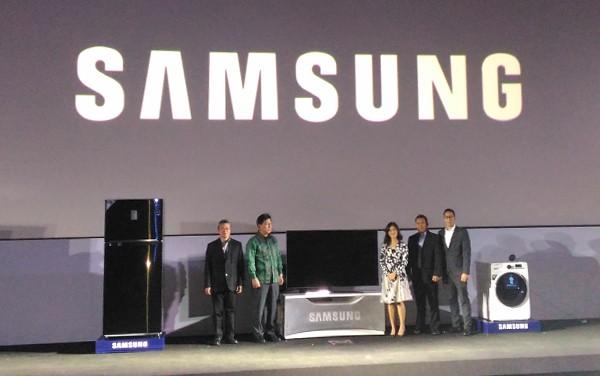 Petinggi Samsung dan Dian Sastro Wardoyo
