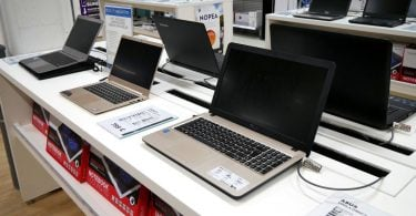 Jejeran Laptop di Toko Featured