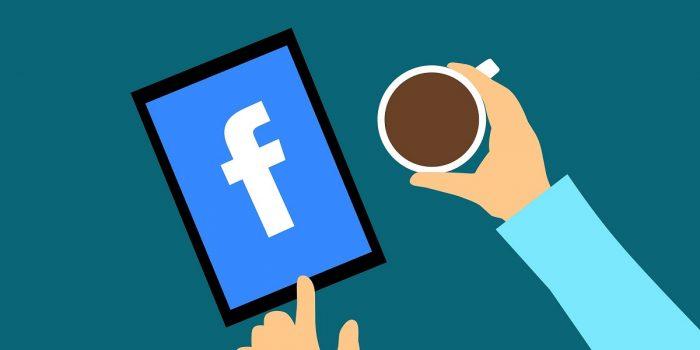 Aplikasi Facebook Lite Berwarna Header