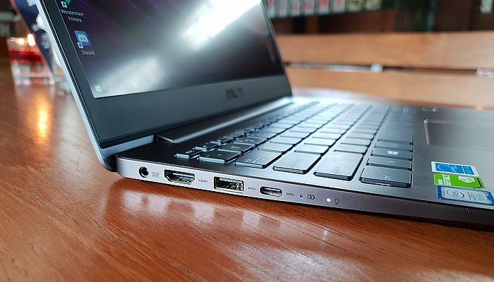 ASUS Zenbook UX331 Port