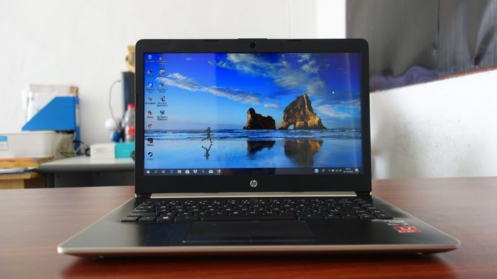 HP 14 Ryzen 3 Desain Depan