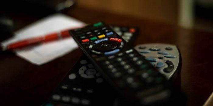 Aplikasi Remot TV Header
