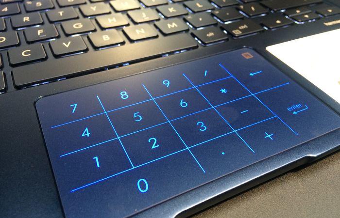 ASUS ZenBook UX333 NumberPad