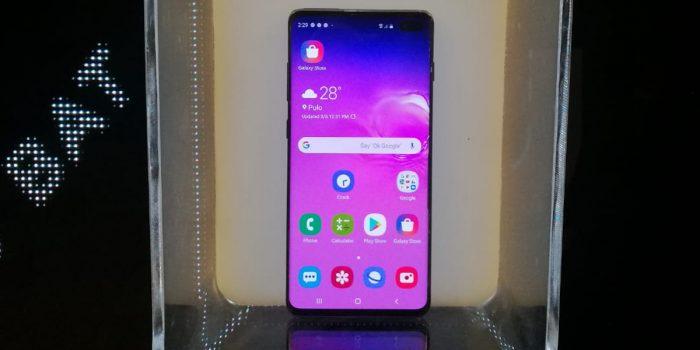 Tampilan Depan Samsung Galaxy S10 Plus kotak