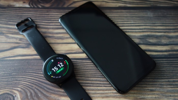Samsung Galaxy Watch Active dengan S8