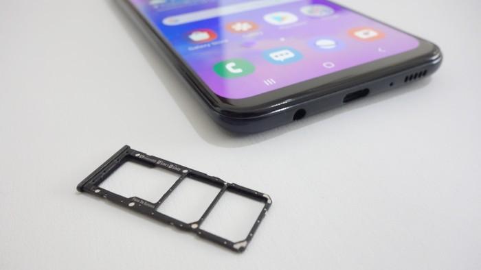 Review Samsung Galaxy M30 SIM Slot