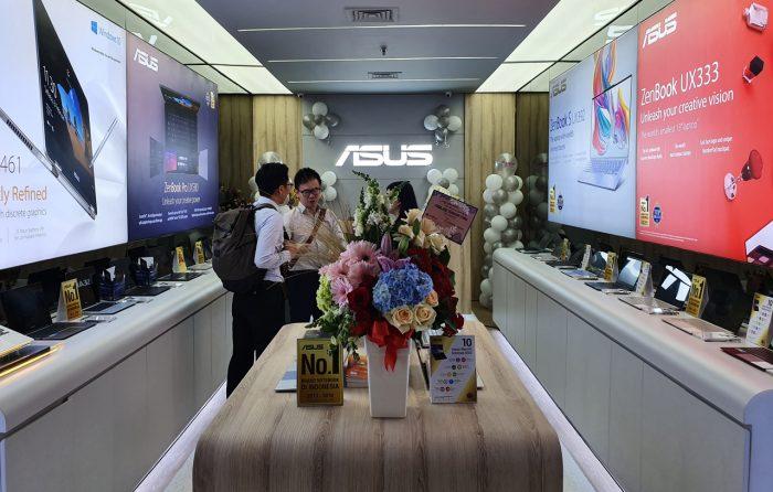 ASUS ZenBook Store Pengunjung
