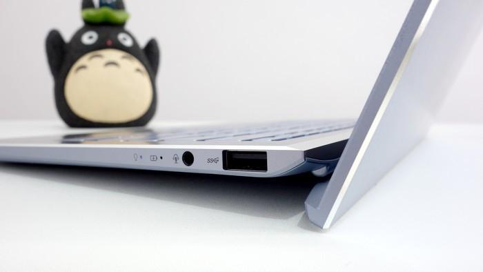 ASUS ZenBook S13 UX392F Ergolift