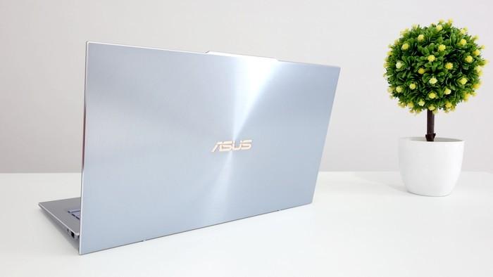 ASUS ZenBook S13 UX392F Tampilan Belakang
