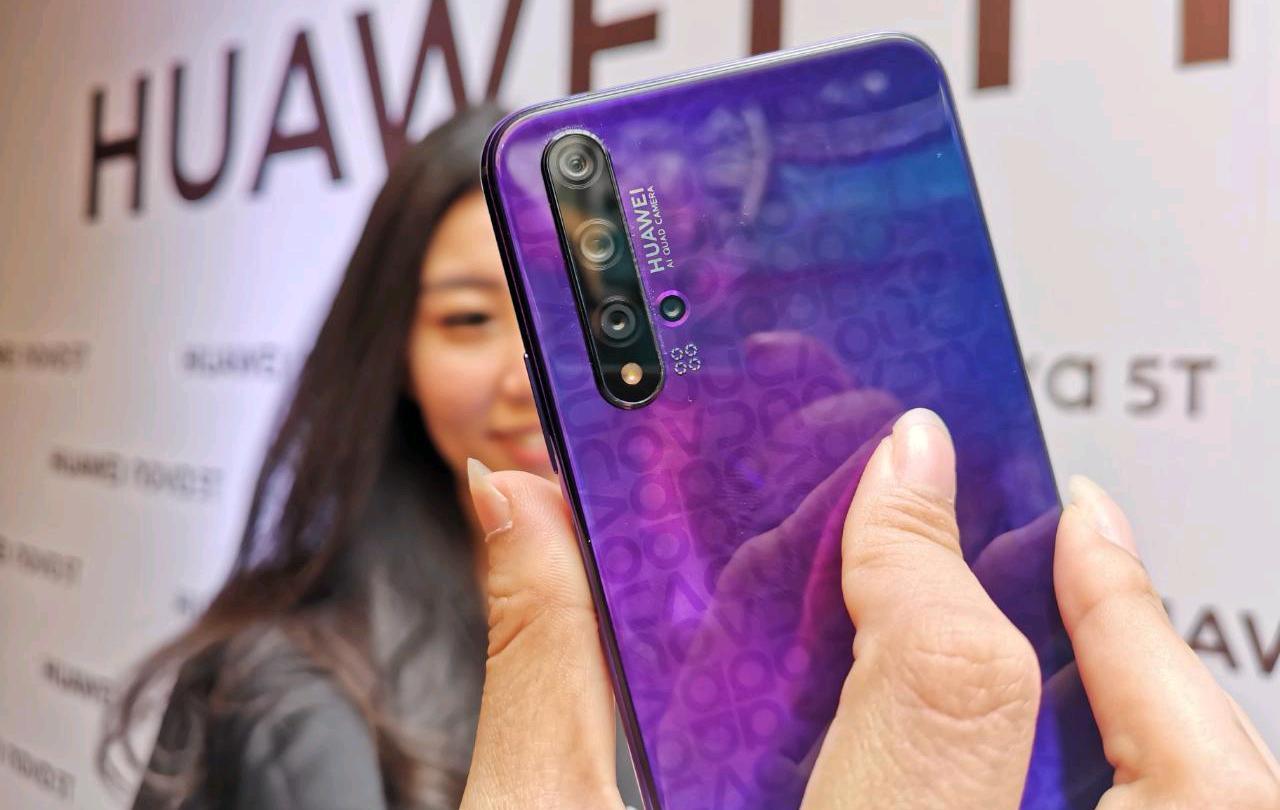 Huawei-Nova-5T-Selfie
