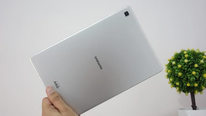Samsung Galaxy Tab S5e Desain Belakang