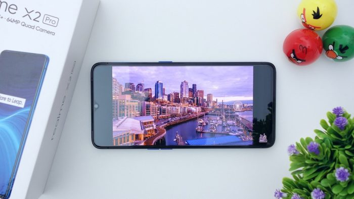 Kelebihan dan Kekurangan Realme X2 Pro Layar