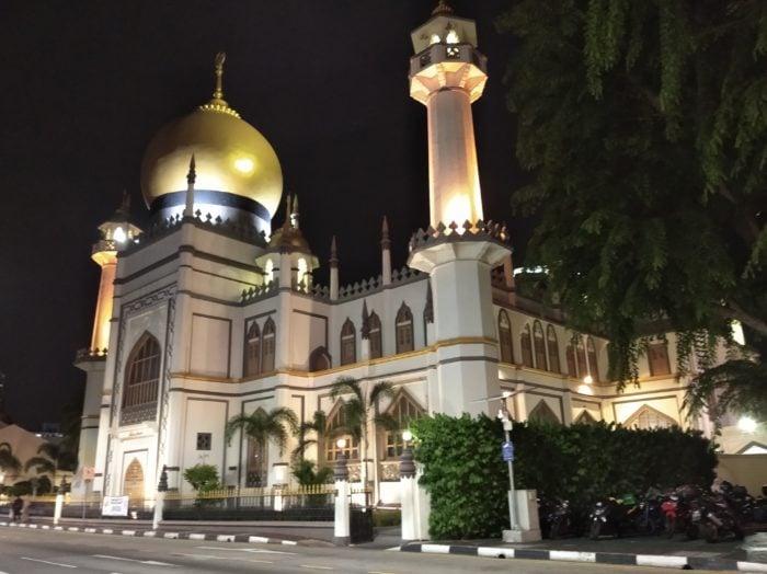 Redmi8-Masjid-Malam