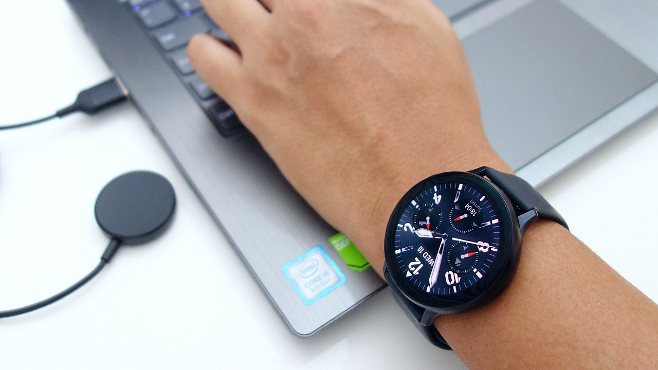 Samsung Galaxy Watch Active2 Pergelangan Tangan