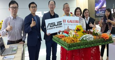 Grand-Opening-ASUS-Zenbook-Store-Potong-Tumpeng-by-AWs