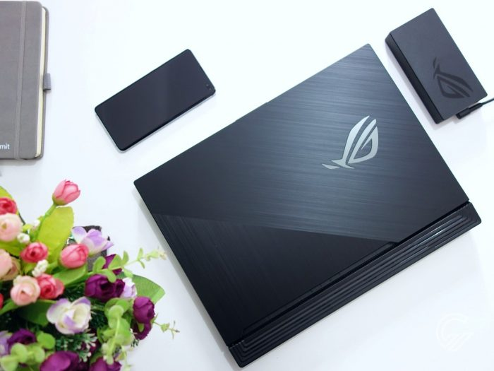 ASUS ROG Strix G15 G512 Review Top View wrs