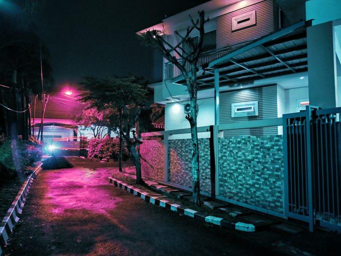 realme 7i Kamera Belakang Malam Rumah Cyberpunk