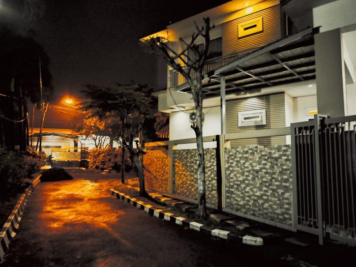 realme 7i Kamera Belakang Malam Rumah Modern Gold