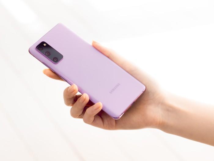 Samsung-Galaxy-S20FE-Cloud-Lavender