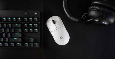 Logitech-G-PRO-X-Superlight-with-keyboard
