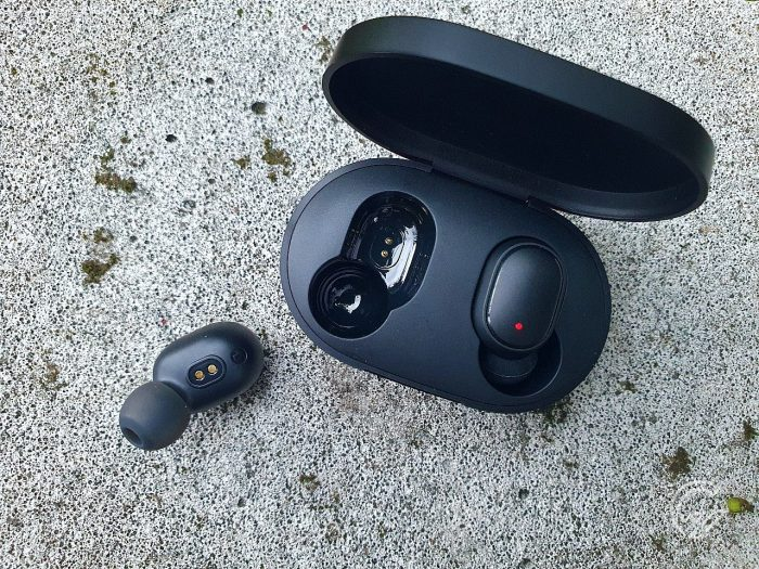 Mi True Wireless Earbuds Basic 2 Case Buds Flatlay
