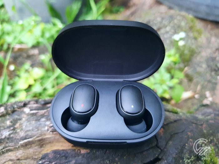 Mi True Wireless Earbuds Basic 2 Earbuds Dalam Case