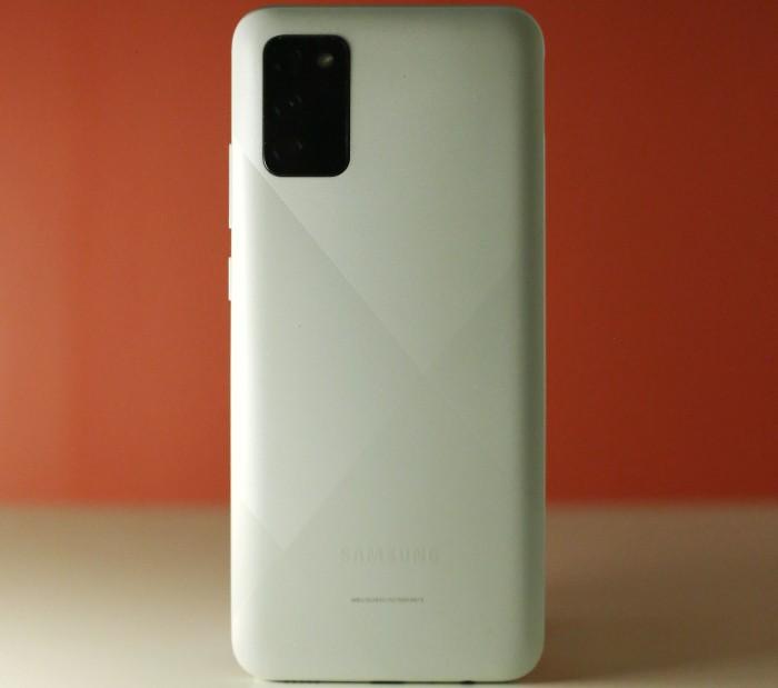 Samsung-Galaxy-A02s-putih