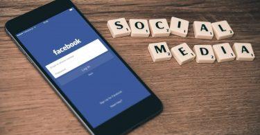 Facebook Featurez Logo