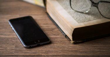 Smartphone Belajar Buku
