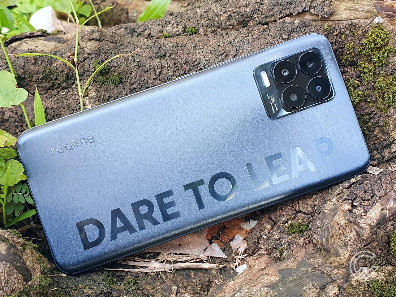 realme 8 Pro Dare to Leap