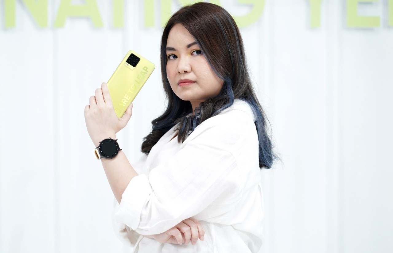 realme-8-Pro-Illuminating-Yellow-realme-Watch-S-Master-Edition-Launch
