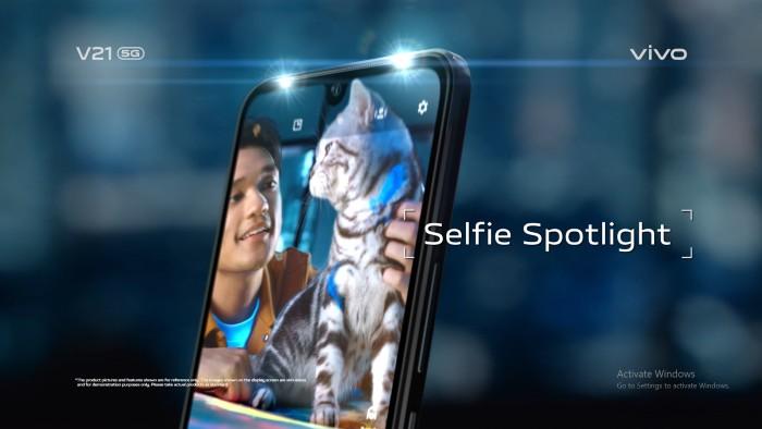 vivo-V21-5G-Selfie-Spotlight