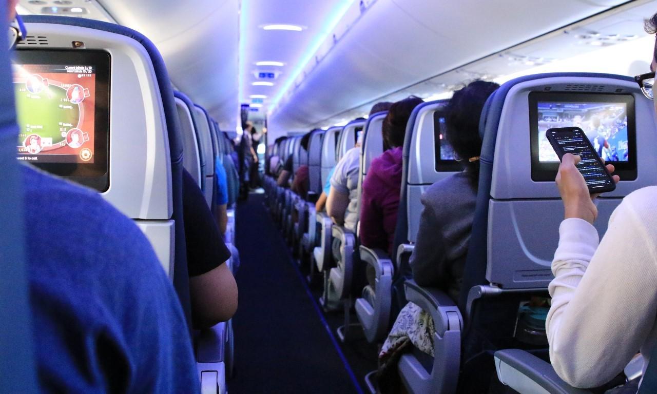 Kenapa di Pesawat Tidak Boleh Menyalakan HP - Header
