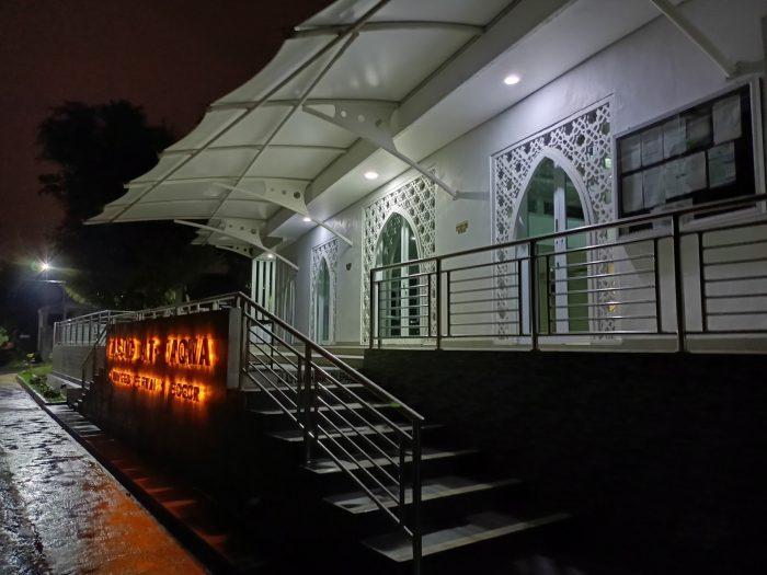 realme 8 5G Kamera Belakang Malam Masjid