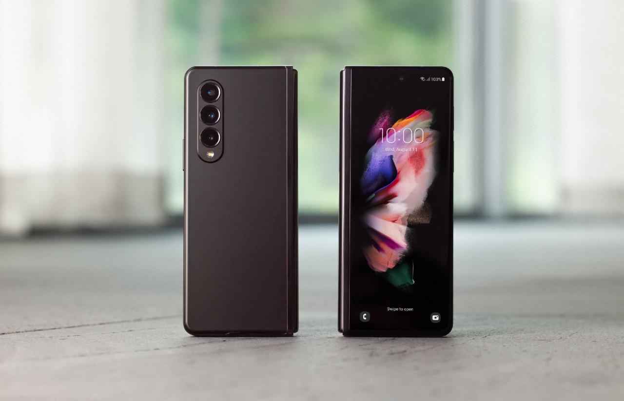 Samsung-Galaxy-Fold3-5G-depan-dan-belakang