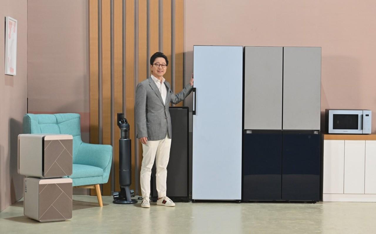Yoonsoo-Kim_President-Samsung-Electronics-Indonesia-dengan-BESPOKE-Home-Appliances.