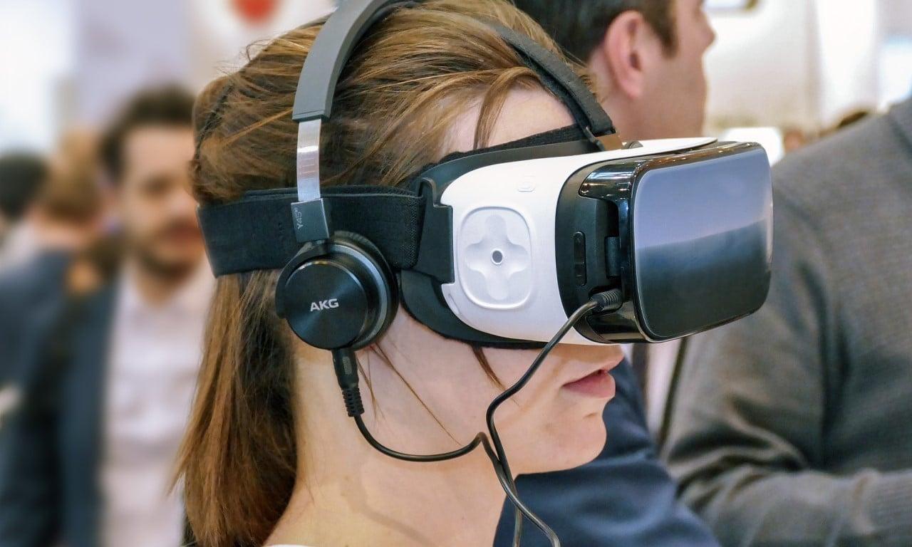 Bedanya AR dan VR - Header