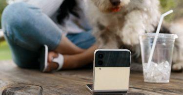 Samsung Galaxy Z Flip3 5G Nonton Film